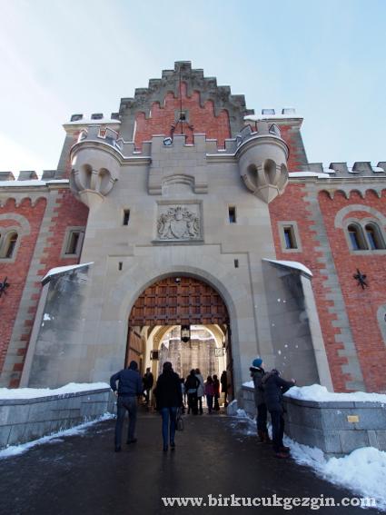 castlefrontdoor
